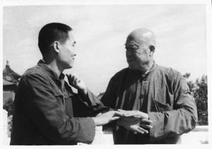 Wang Yongquan (r.) und sein Sohn Wang Zhongming beim Push Hands. Aufnahme aus den siebziger Jahren.